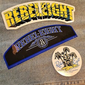 REBEL8 STICKER - CIRKEL/TEXT