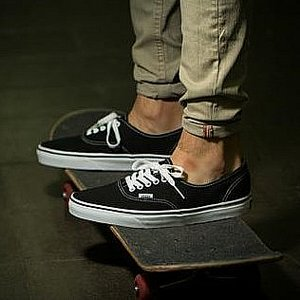 VANS SKOR - AUTHENTIC BLACK