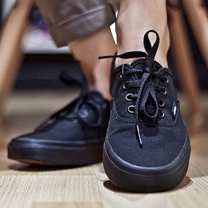 VANS SKOR - AUTHENTIC BLACK/BLACK