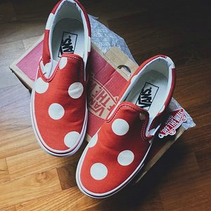 VANS SKOR - CLASSIC SLIP-ON POLKADOT FORMULA ONE RED