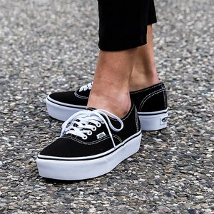VANS SKOR - PLATFORM AUTHENTIC BLACK/TRUE WHITE