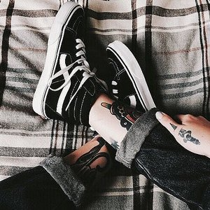 VANS SKOR - SK8-Hi BLACK/TRUE WHITE